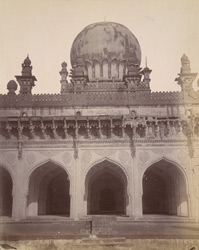 Close view of centre of east façade of Ibrahim Rauza Mosque, Bijapur.